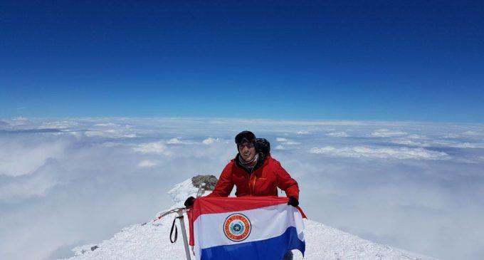 Camilo llegó a la cima del Elbrús en Rusia