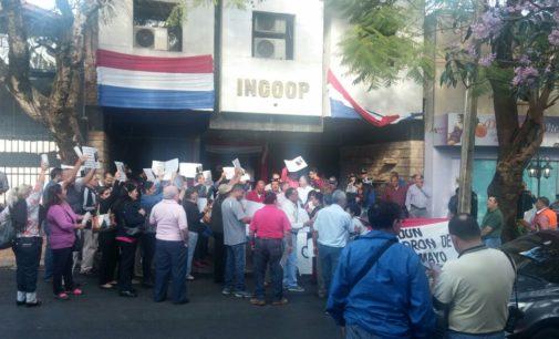 Manifestación frente al INCOOP