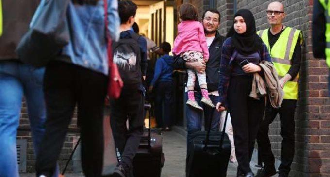 Evacúan más de 800 viviendas en Londres por riesgo de incendio
