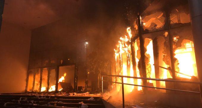 """Defensor del Pueblo dice que quema de Congreso fue """"preparada"""" y pide procesar a manifestantes"""