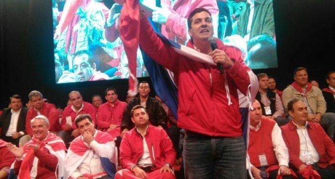 Denuncian amenazas a funcionarios públicos si no apoyan a Santiago Peña