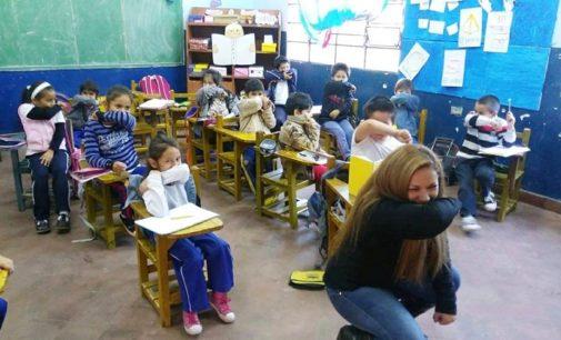 """Enseñan la """"etiqueta de la tos"""" en escuelas de Lambaré"""