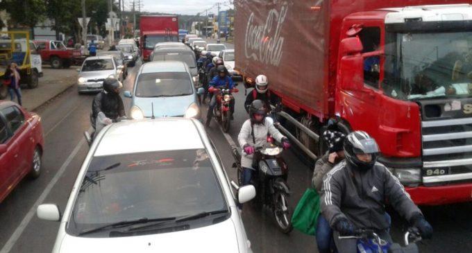 """""""Ya no hay horas pico por el gran tránsito vehicular"""""""