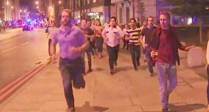 Símbolo de Londres: la historia del joven que huyó del terror sin soltar su cerveza en ningún momento