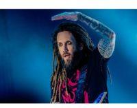 """Duras críticas al guitarrista de Korn por tachar de """"acto cobarde"""" el suicidio de Chester Bennington"""