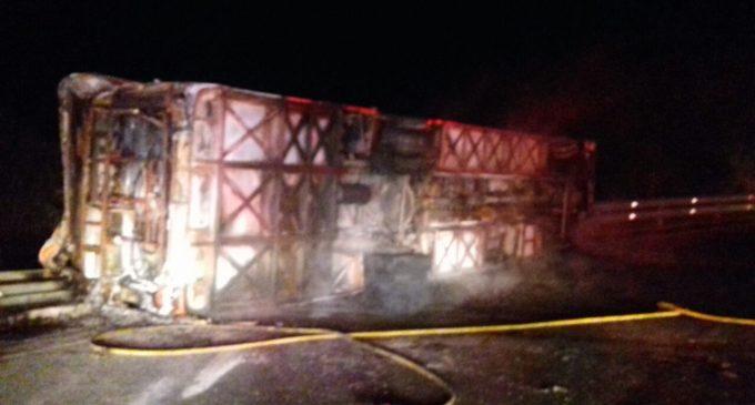 Incendio de autobús en Ecuador deja 14 personas muertas y 26 heridas