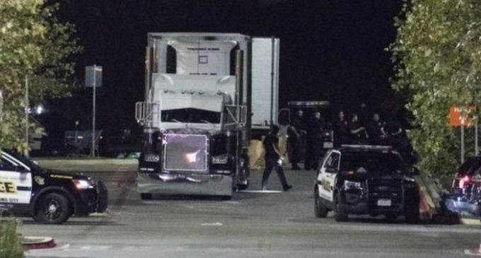 """El """"acto atroz"""" de contrabando humano en un camión que ya deja 10 muertos en Estados Unidos"""