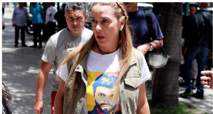 Luego de 32 días, Lilian Tintori logró ver a Leopoldo López en la cárcel