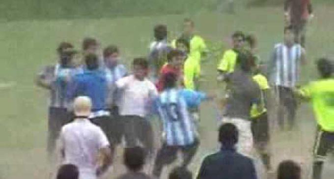 Murió un jugador tras pelea en una cancha de fútbol