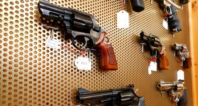 El Parlamento checo aprobó el uso de armas personales contra terroristas