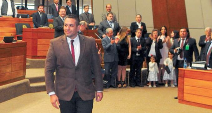 Defensor acusa persecución política de senador