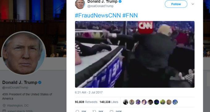 Trump publica un vídeo en el que le da 'una paliza a CNN'