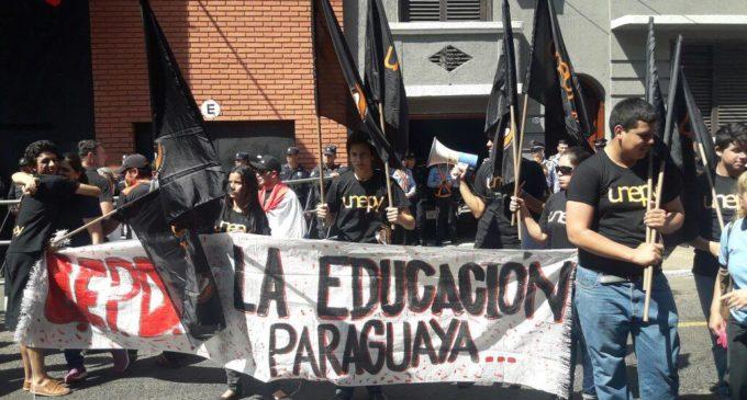 Estudiantes continúan marchando en busca de una mejor educación