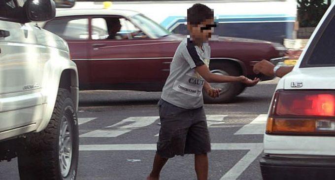 Instan a evitar dar monedas a niños en situación de calle