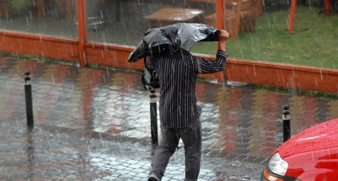 Fin de semana caluroso y con  precipitaciones