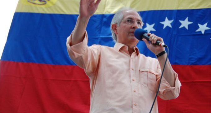 Venezuela: excarcelan al opositor Antonio Ledezma, quien vuelve a prisión domiciliaria