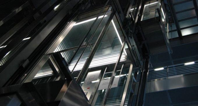 EE.UU.: hallan muerto a hombre que estuvo atrapado un mes en un ascensor