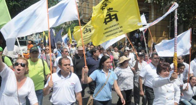 """Docentes esperarán """"hasta último momento"""" llamado de MEC para descartar huelga"""