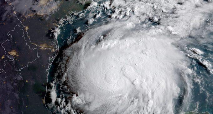Alerta máxima en Texas por llegada del poderoso huracán Harvey