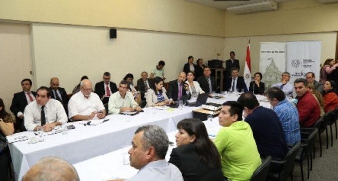 Ministros se reúnen hoy con docentes para intentar destrabar huelga