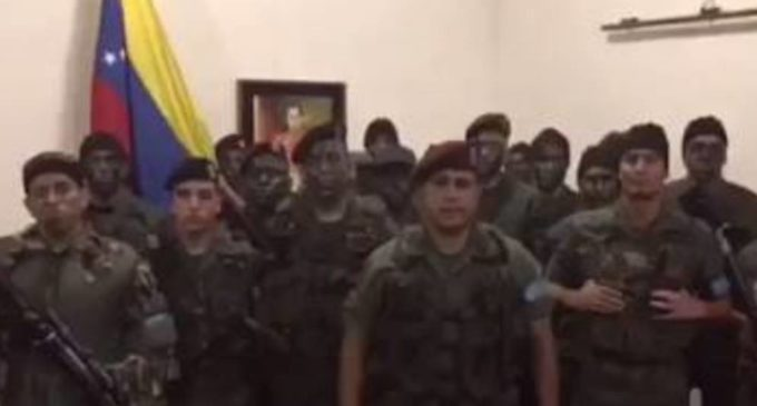 Grupo militar se subleva contra régimen de Maduro