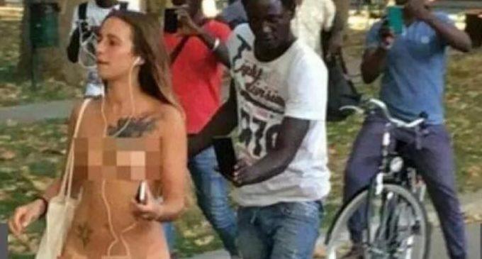 (Video) Revuelo en Italia por una joven que caminó desnuda por la calle