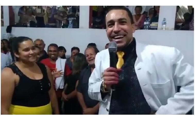 'Un milagro del Señor': Pastor hace que una mujer pierda 35 kilos 'en cuestión de minutos'