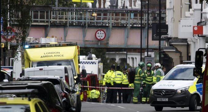 """Un atentado en el Metro de Londres con """"cubo bomba"""" causa al menos 18 heridos"""