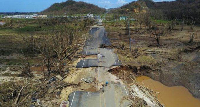 """""""La magnitud de esta catástrofe es enorme"""": la imagen satelital que muestra Puerto Rico a oscuras tras el huracán María"""