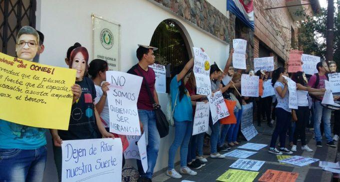 Universitarios se manifiestan frente al CONES