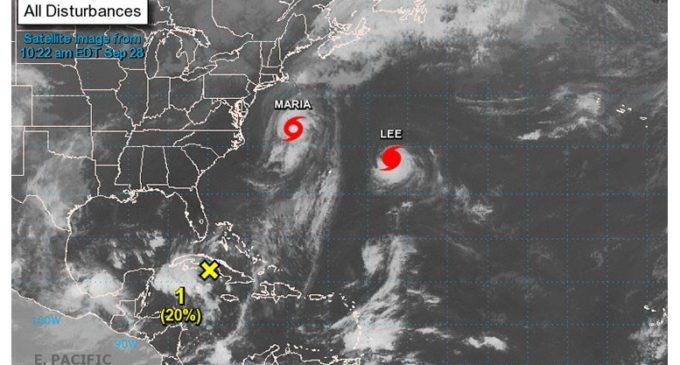"""""""Supertormenta"""": Dos huracanes amenazan con unirse y provocar caos en Gran Bretaña"""