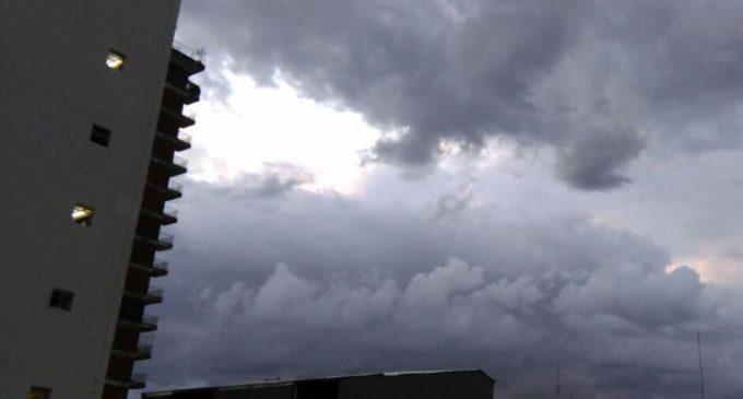 Anuncian lluvias y tormentas eléctricas para este jueves