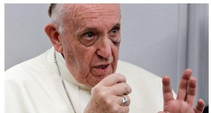 """El papa Francisco calificó de """"estúpidos"""" y """"testarudos"""" a los que niegan el cambio climático"""