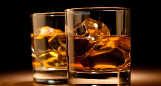 Científicos compartieron la clave para beber whisky de la mejor manera