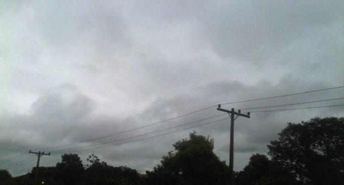 Anuncian viernes fresco a cálido y con lluvias