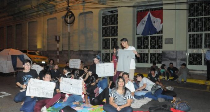 Estudiantes esperan que ministro de Educación acepte sus propuestas