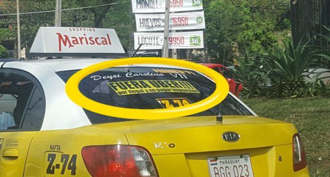 """""""Fuera Uber por ilegal y no pagar impuestos"""", dicen taxistas"""