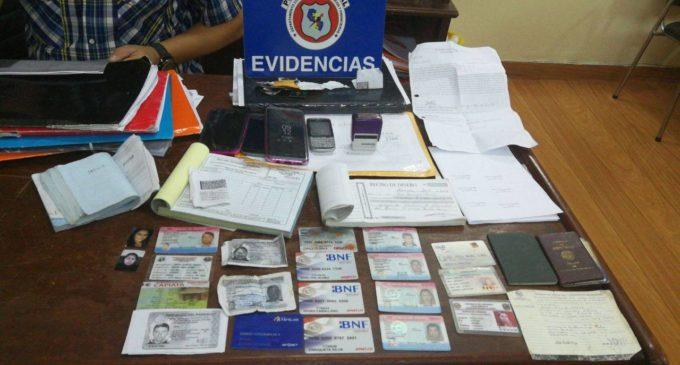Capturan a estafadores e incautan tarjetas, armas y dinero falsificado