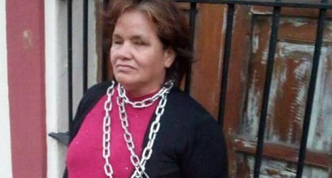 Alumna no vidente se encadenó frente a Escuela de Ciencias Sociales de la UNA