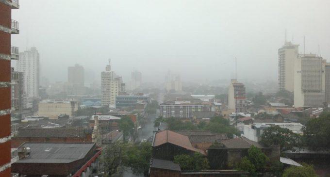 Pronostican viernes fresco y lluvioso
