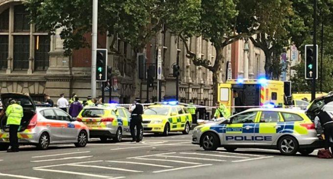 Reportan varios peatones atropellados por un automovilista en Londres