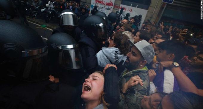 Caos en Cataluña: decomisos, enfrentamientos y votos en referéndum independentista