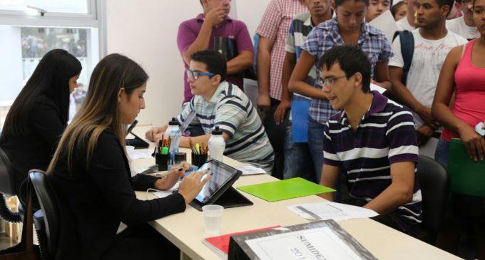 Más de 240 puestos laborales son ofrecidos en Feria de Empleo