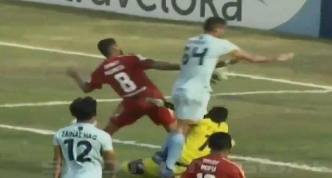 Tragedia en el fútbol: Arquero murió tras chocar con su propio compañero durante un partido