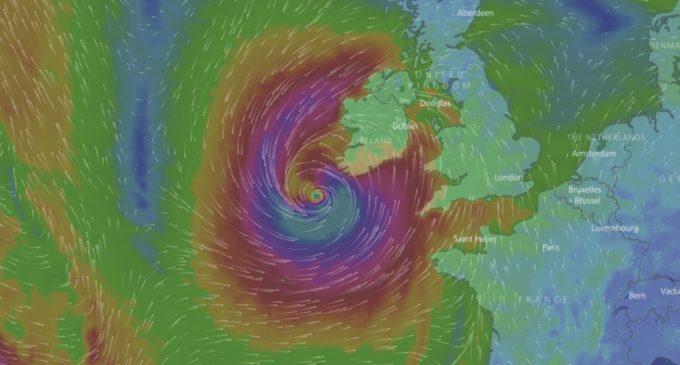 Irlanda se prepara ante la llegada del huracán Ophelia