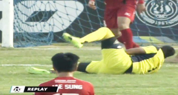 VIDEO: Arquero de Primera División fallece tras chocar con su compañero