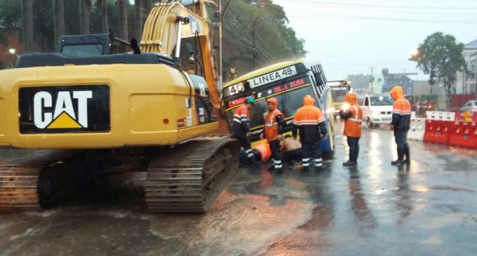 'Prohibido' transitar en zona de obras cuando llueve