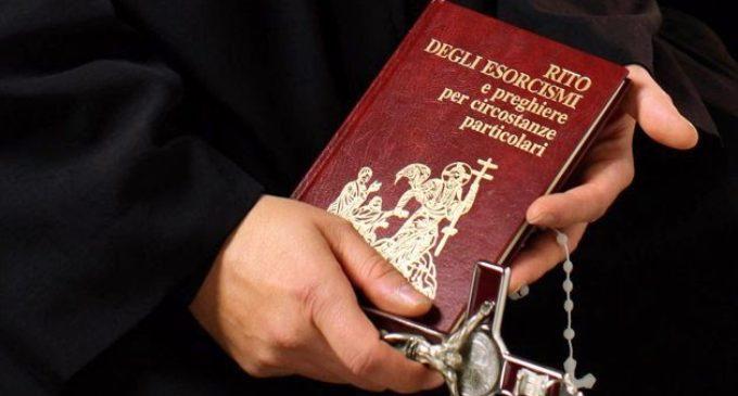 Iglesia Católica autoriza a cuatro religiosos para realizar exorcismos