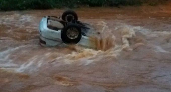 Conductor fallece tras caer a un arroyo