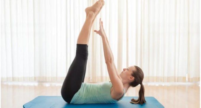 """Estos son los 3 ejercicios más efectivos para marcar abdominales y eliminar """"la pancita"""" y """"los rollitos"""""""